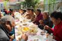 东坝家园百位居民同吃一桌饭 品味邻里情!