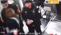 女大学生执意携带水果刀乘地铁被警察阻拦后,扇警察耳光、踢裆部,还叫嚣到...