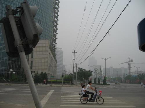街道红绿灯缘何频频 罢工