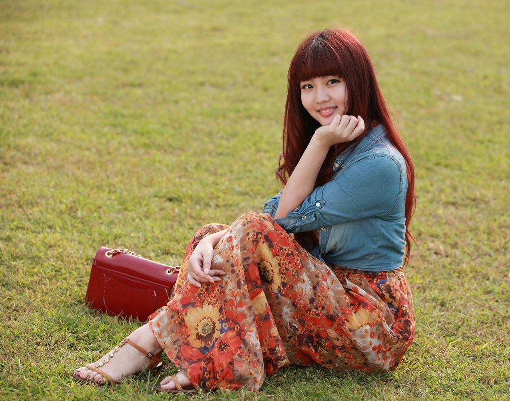草垫上的美女艾迪