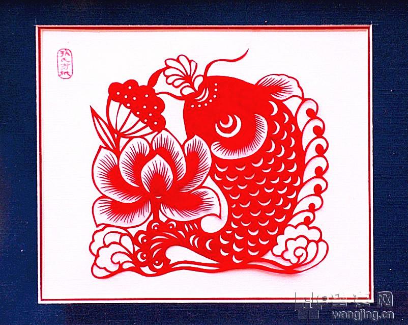 近日在中华民族艺术珍品馆举办的新春文化庙会上,北京的绢花、剪纸、面塑、雕漆、风筝、毛猴等14项非物质文化遗产传承人现场展示技艺,在这里,所有人都可以近距离面对大师本人,观看制作过程,聆听非遗历史。挂一漏万拍了几张图,以飨诸位。